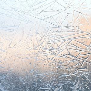 «Все думают, что я кокетничаю»: Девушки об аллергии на холод