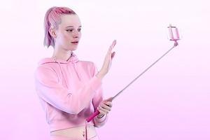 Арвида Бистрём сняла урок аэробики с палкой для селфи