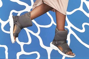Угги скрестили  с сандалиями