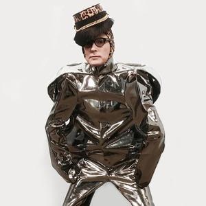 «Мои костюмы — это скафандры»: Художник Андрей Бартенев о красоте и самовыражении