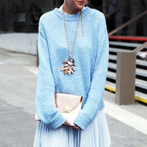Кактусы и неон на гостях Paris Fashion Week