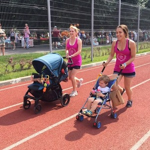 Бег с коляской: Почему родители берут детей на марафон и зачем им это запрещают