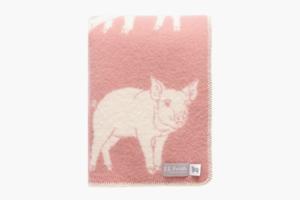 Уютное одеяло с хрюшами