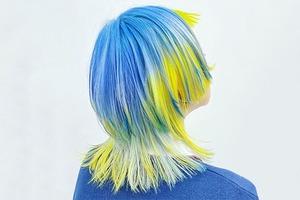 На кого подписаться: Яркий инстаграм стилиста по волосам Мэй