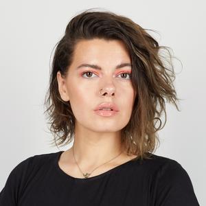 Бьюти-блогер Арина Вискера об атопическом дерматите и любимой косметике