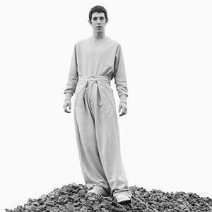 Martine Rose:  Одежда унисекс  монструозных объемов