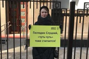 У Госдумы проходят пикеты с требованием отставки Слуцкого