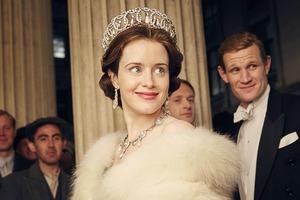 Клэр Фой, сыгравшей Елизавету II, заплатили меньше, чем Мэтту Смиту
