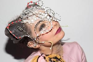 На кого подписаться: Модные маски художников со всего мира
