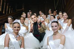 Клип Робби Уильямса «Party Like A Russian»  с балеринами