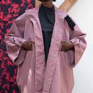 Дождевики и резиновые сапоги: 7 марок непромокаемой одежды