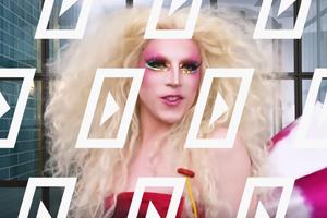 Видео дня: Макияж дрэг-квин Акварии для гей-парада