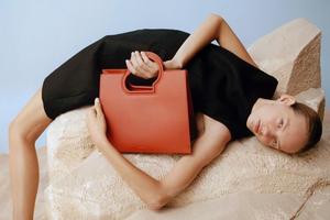 На кого подписаться: Примечательный инстаграм марки сумок Danse Lente