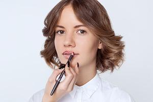 Лайфхак: Как аккуратно подвести губы карандашом