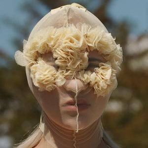 Повязки для лица и медицинские маски: Тренд на анонимность