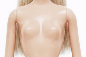Знаменитости и простые женщины встали на защиту обнаженной груди