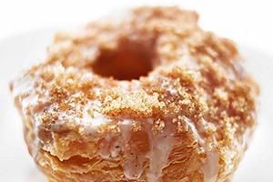 Большой, сладкий  и калорийный кронат