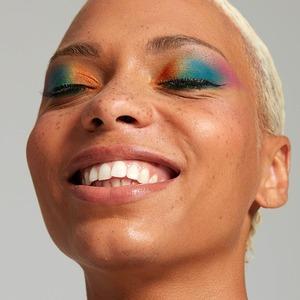 Тай-дай на веки: Разноцветный макияж глаз как главная тенденция из 80-х