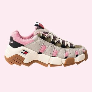 На высоте: 12 пар кроссовок на массивной подошве