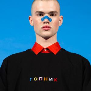 Питерская марка E404: Треники, футболки и худи с надписями