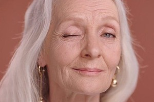 64-летняя Валентина Ясень снялась в рекламе  L'Oréal Paris