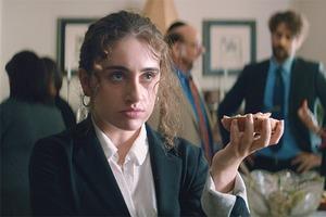 «Shiva baby»: Отрывок из режиссёрского дебюта Эммы Селигман об очень неловком поминальном вечере