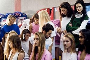 Главные показы  первого дня Paris Fashion Week