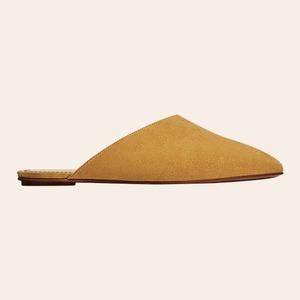 От бабуш до питоновых кроссовок: 35 пар модной обуви на весну