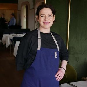 «На кухне ресторана нам можно только зелень перебирать»: Женщины — шеф-повара о своей работе