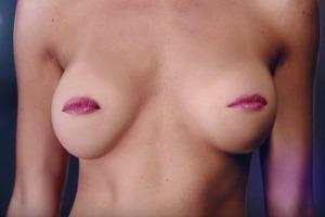 Видео дня: Поющая грудь  в социальной кампании MACMA