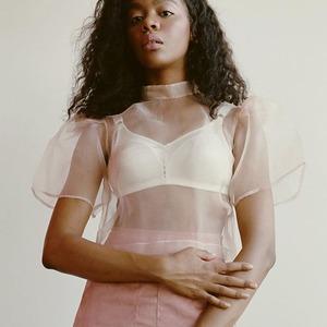 Блузы и топы на лето: 7 вдохновляющих ателье и марок