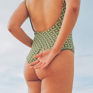 Где искать купальники для разных фигур: 7 современных брендов