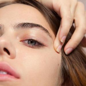 Губы, брови, тон: 10 видеоуроков, которые научат основам макияжа