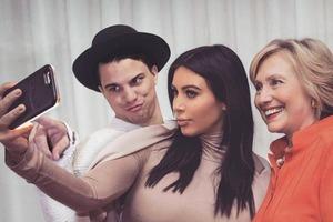 Онлайн-комик фотошопит себя к снимкам знаменитостей
