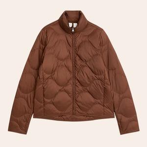 Куртки и не только: 10 стёганых вещей от простых до роскошных