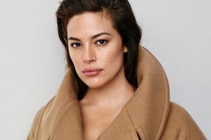 Плюс-сайз-модель Эшли Грэхэм стала лицом коллекции H&M Studio
