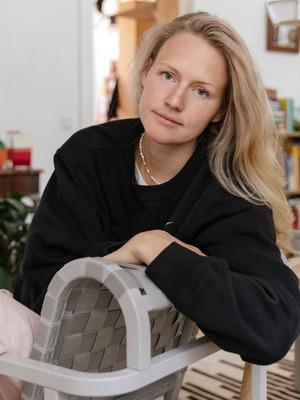 Дизайнер марки M_U_R Анна Дружинина у себя в гостиной