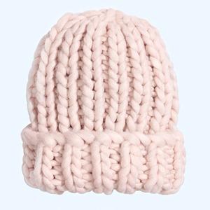 По самые уши: 10 теплых шапок на зиму