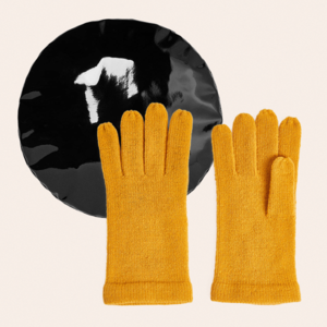 Не пара: 10 нескучных комплектов шапок и перчаток