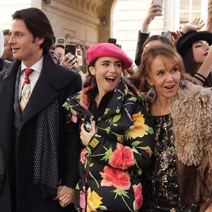 Что не так с «Эмили в Париже» и за что на неё обиделись французы