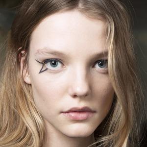 Стрелки, тени, тон, помада: 5 лайфхаков для макияжа