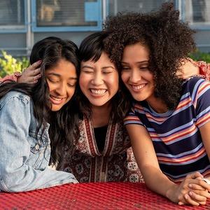 «Я никогда не»: Как снять подростковый ромком и не забыть о разнообразии