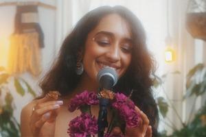 Новое имя: R'n'B-дива индийского происхождения Raveena Aurora
