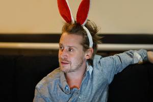 Маколей Калкин запустил пародийный лайфстайл-сайт Bunny Ears