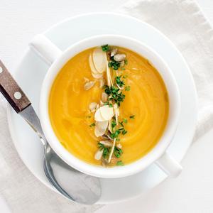 От гаспачо до свекольника: 10 рецептов холодных супов для жарких дней