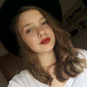 «Иногда хочется окунуть лицо в косметику»: Школьницы о том, как они красятся