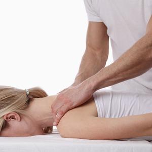 «Вправить желудок»: Кто такие остеопаты и как они могут навредить