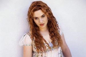 На кого подписаться: Инстаграм с редкими фото знаменитостей из 90-х