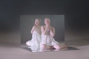 Премьера: клип IC3PEAK  о нарциссизме и мастурбации