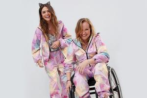 ASOS выпустил комбинезон для людей с инвалидностью
